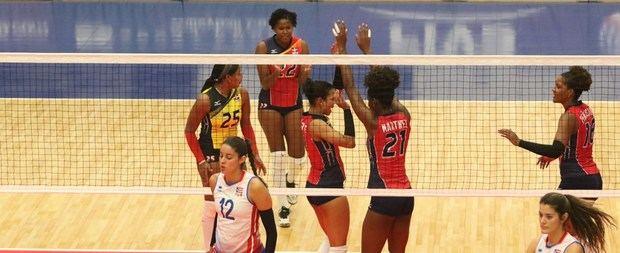 Equipo de voleibol femenino de República Dominicana derrotó este jueves a Puerto Rico en cinco sets, en la apertura del Norceca Champions Cup.