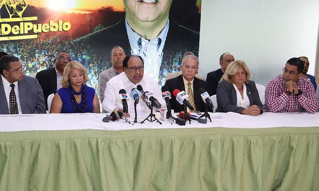Otros 22 miembros del CC pedeleísta renuncian para seguir a Fernández.