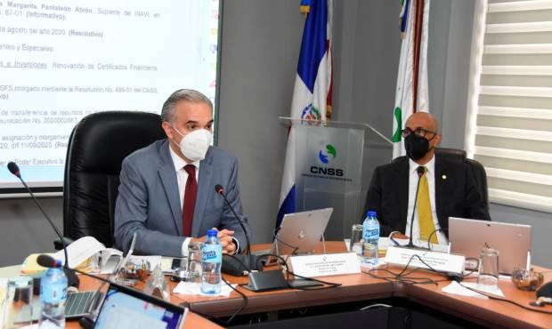 El ministro de Trabajo,  Luis Miguel De Camps en reunión con miembros del CNSS.
