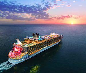 Royal Caribbean niega cancelaciones hasta 2021, pero prevé menos actividad.