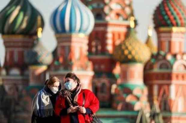 Rusia registra más de 10,000 casos de COVID-19 por tercer día consecutivo