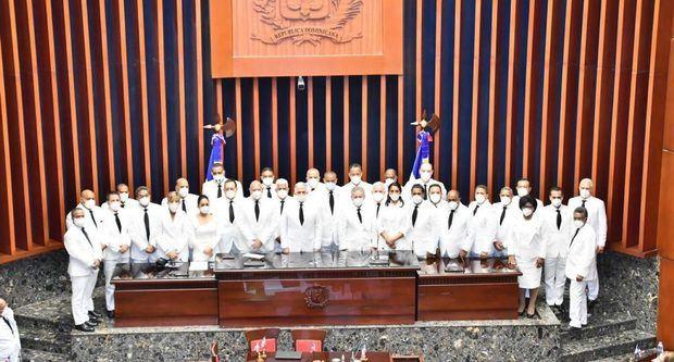 El juramento a los integrantes del bufete directivo estuvo a cargo del senador Pedro Manuel Catrain Bonilla por ser el  de mayor edad,  en cumplimento a los  artículos 89 y 90 de la Constitución, y del 25 al 46 del reglamento del Senado de la República.