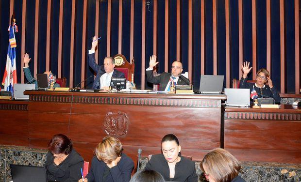 Senado aprueba en segunda lectura proyecto ley hoy en primera lectura el proyecto de ley que dispone la disolución del Instituto Dominicano de Seguros Sociales.