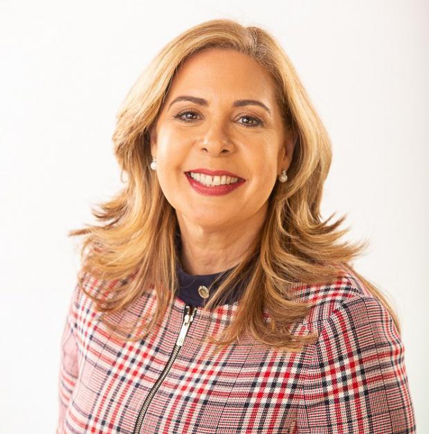 Sergia Elena de Séliman, candidata a la vicepresidencia por La Fuerza del Pueblo