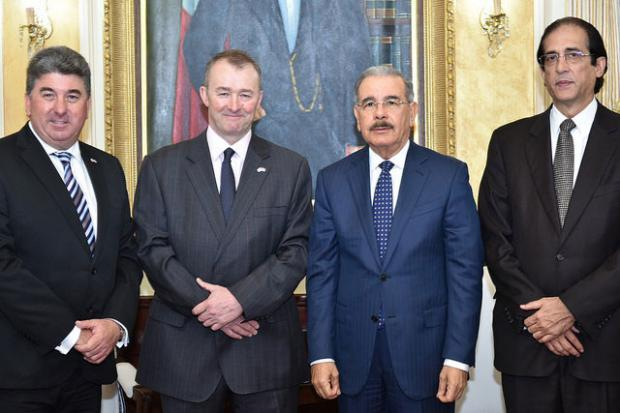 Danilo Medina recibe a enviado comercial del Reino Unido