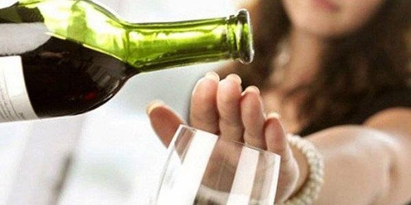 Ministerio de Salud insta a moderar consumo de alcohol para evitar enfermedades