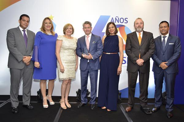 Seguros SURA recibe premios a la Excelencia ADOCOSE 2017