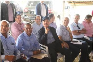 Danilo Medina y comitiva para apoyar a los tabacaleros.