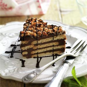 Este postre es también conocido como tarta de galletas y natillas de chocolate.