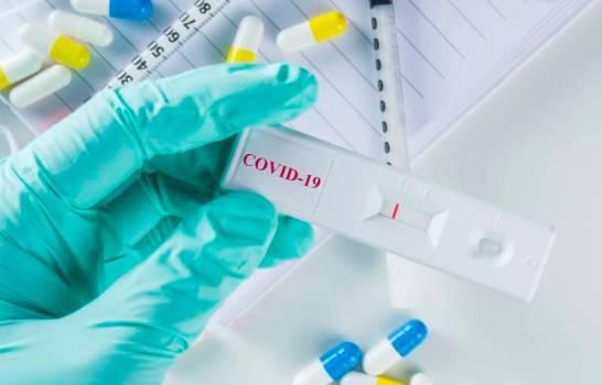 Rebrote de Covid -19 pone en fila a cientos de dominicanos en espera de PCR