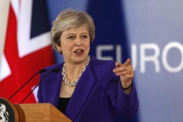 "May alerta de ""catastrófico"" revés a la democracia si se bloquea el ""brexit"""