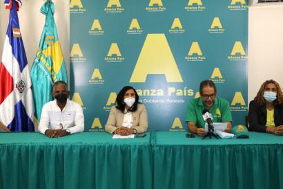 José Tomas de la Rosa, Angela Henriquez, Luis Salazar y Nidia Guzmán.