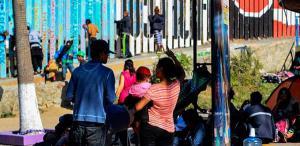 Migrantes centroamericanos en la frontera Tijuana- EE. UU.