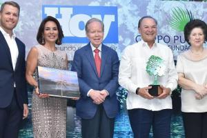 Esposos Rainieri ganan premio por apoyo al medioambiente