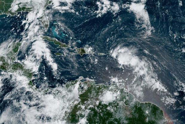 Trece se convierte en la tormenta tropical Laura