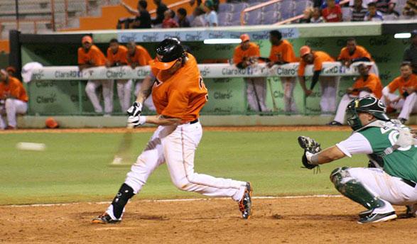 Estrellas y Toros mantienen empate en la cima del béisbol dominicano