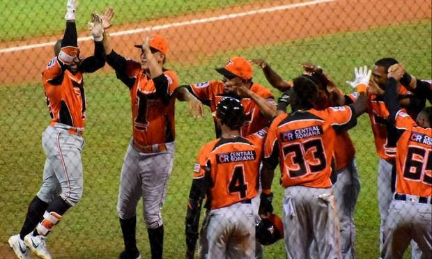 Toros siguen firmes en la cima del torneo dominicano de béisbol