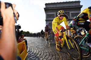 Tadej Pogacar ganador más joven era moderna en el Tour de Francia.