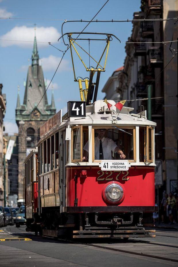 Hay distintos tipos de vagones, desde los de madera a las 'latas' metálicas, o los T1, que empezaron a hacerse bajo licencia estadounidense en 1951 y fueron testigos de momentos dramáticos de la historia contemporánea checa, como la Primavera de Praga.