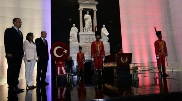 Presidente de Turquía presenta ofrenda ante restos del Libertador de Venezuela