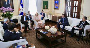 Empresarios coreanos interesados en invertir en RD y presentan proyecto al presidente Medina