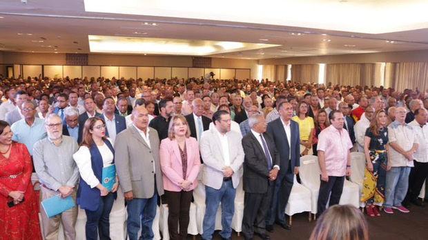 Luis Abinader juramenta a Víctor Soto, excalde de Azua y otros dirigentes PRD en las filas del PRM