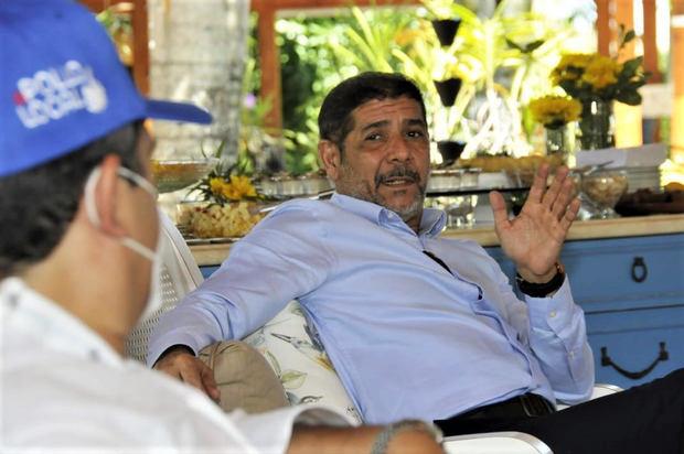Ministro de Agricultura informa que el Gobierno trabaja para mejorar comercialización y producción de pollos y huevos