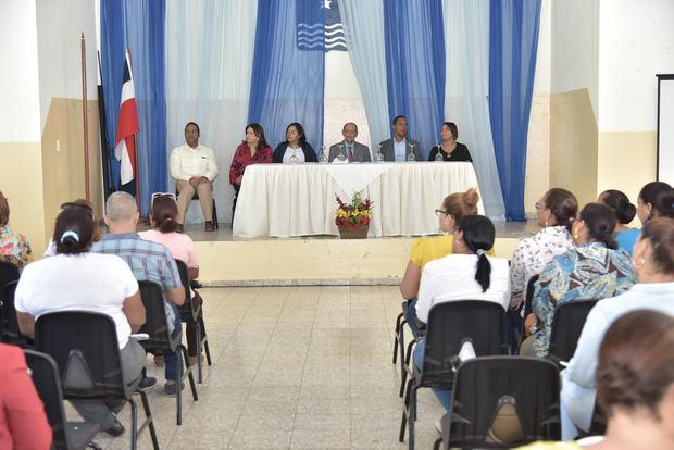 El Ministerio de Educación (MINERD) realiza en distintos puntos del país, una serie de encuentros con directores regionales, distritales y de centros educativos.