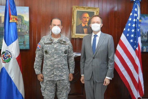 Embajada de EE.UU. dona vehículos a la Armada de RD