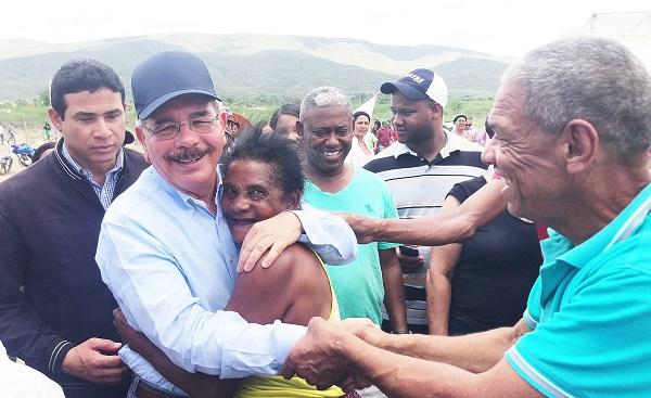 Presidente Medina mide impacto de los proyectos de Visitas Sorpresa en Barahona, San Juan y Azua