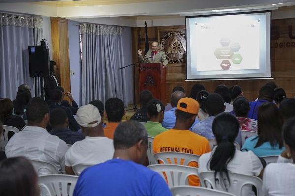 Autoridades y familias de Azua conocen funcionamiento del CAID San Juan