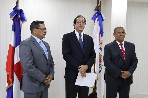 Ministro Montalvo posesiona al nuevo presidente de la Dncd