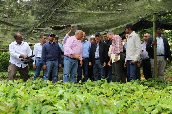 Familias de zona Hermanas Mirabal reciben apoyo para siembra