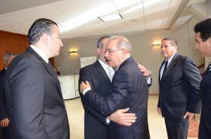Danilo Medina al momento de dar el pésame