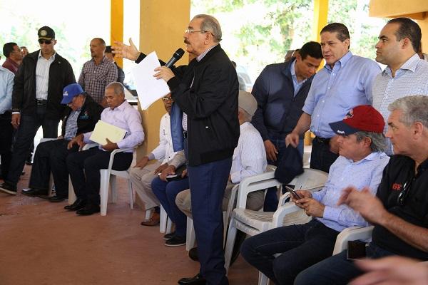 Gobierno atiende a ganaderos y cafetaleros de Santiago Rodríguez