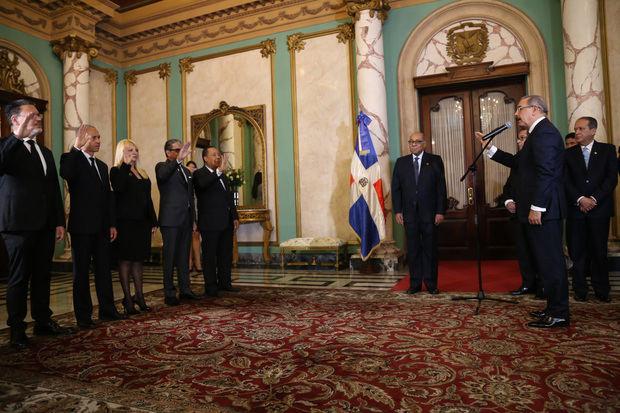 Durante la breve y solemne ceremonia realizada en el Salón de Embajadores del Palacio Nacional, el presidente Danilo Medina juramentó los nuevos jueces.