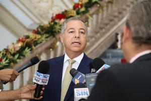 el ministro de Hacienda, Donald Guerrero.