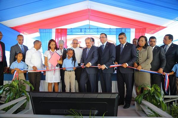 Danilo entrega la escuela número 55 en San Cristóbal