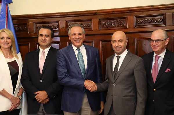 JR Peralta recibe visita cortesía directivos Organización Mundial de Zonas Francas