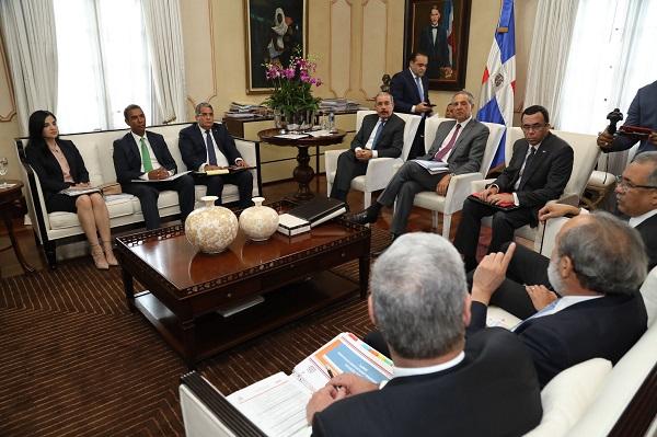 Sesión de trabajo en el Palacio Presidencial
