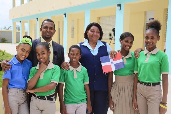 Presidente Danilo Medina entrega dos escuelas en San Pedro de Macorís