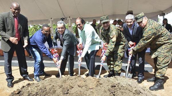 Ministros de la Presidencia y de Defensa dejan iniciados trabajos construcción de Escuela Vocacional