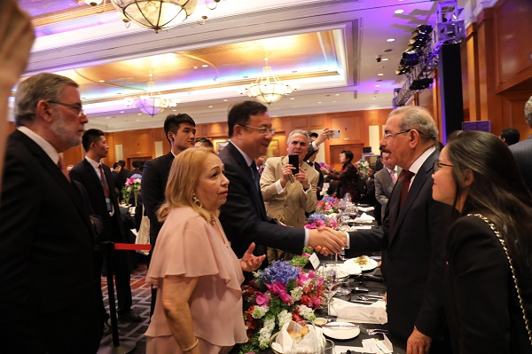 En China, Danilo invita a empresarios a visitar RD y conocer su enorme potencial