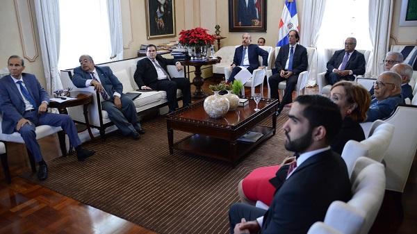 Danilo Medina se reúne con funcionarios del Sistema de Seguridad Social