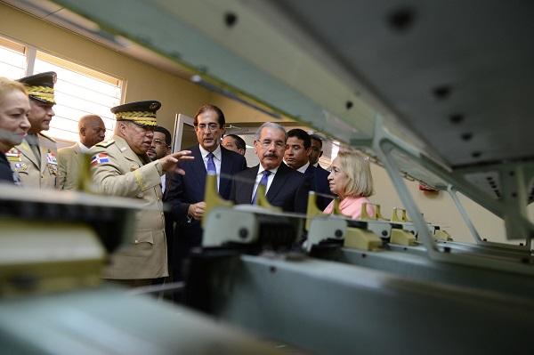 Danilo Medina en la empresa militar