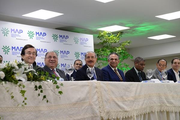 Acto protocolar con la presencia de Danilo Medina