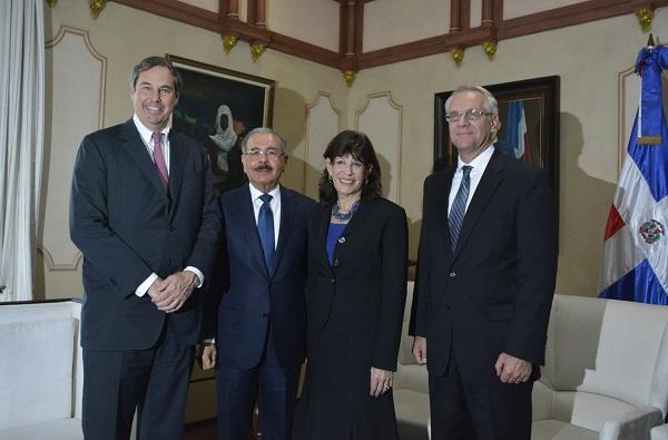 Danilo Medina sostiene reunión de trabajo con presidente de OPIC