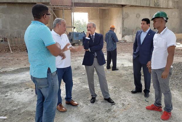 Medina supervisa trabajos construcción Santuario Santo Cristo de los Milagros