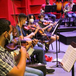 Jóvenes de la orquesta.