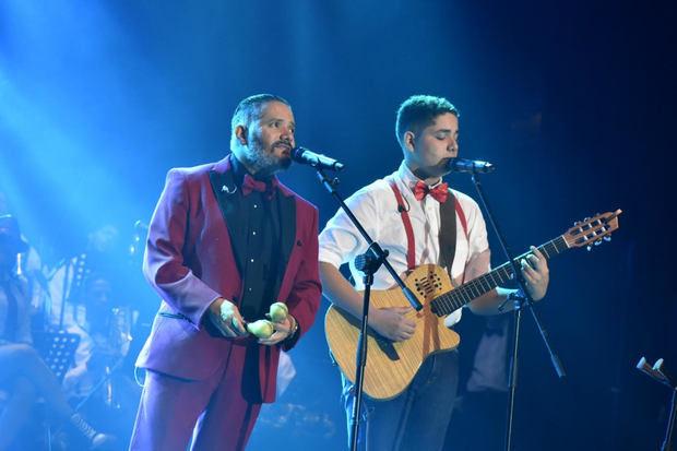 Pavel Núñez y su hijo Ariel Núñez en 'Big Band Núñez Oratoria Mode'.
